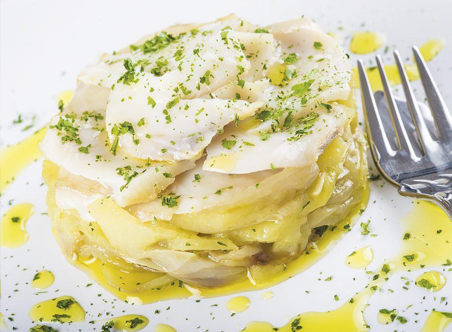 Timbal de bacalao al horno con patatas y cebolla