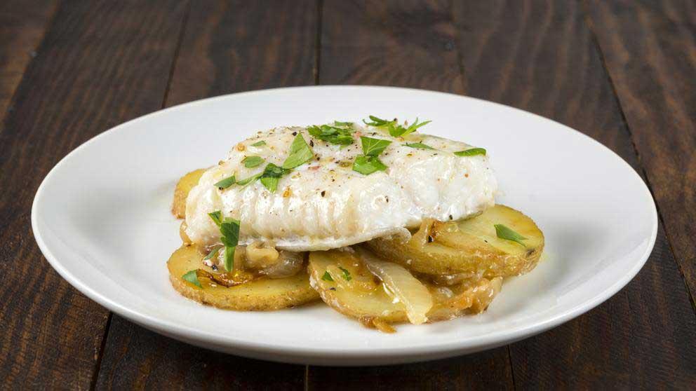 Cómo preparar bacalao con patatas en el microondas