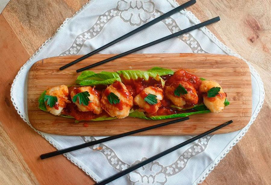 Carrilleras de bacalao con pisto y salsa oriental