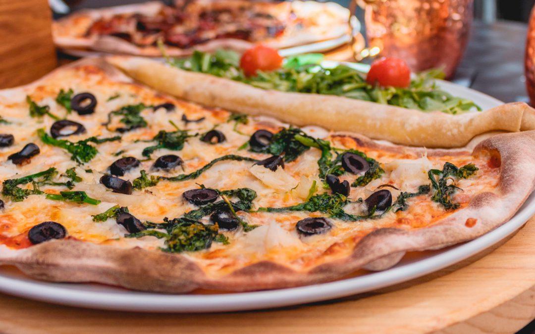 Pizza casera de bacalao y espinacas